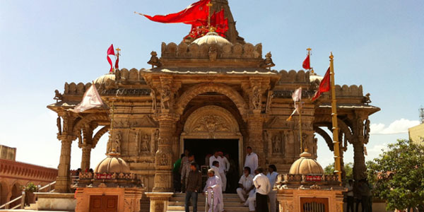 Keep mind on effective old tradition of astrology before going to temple